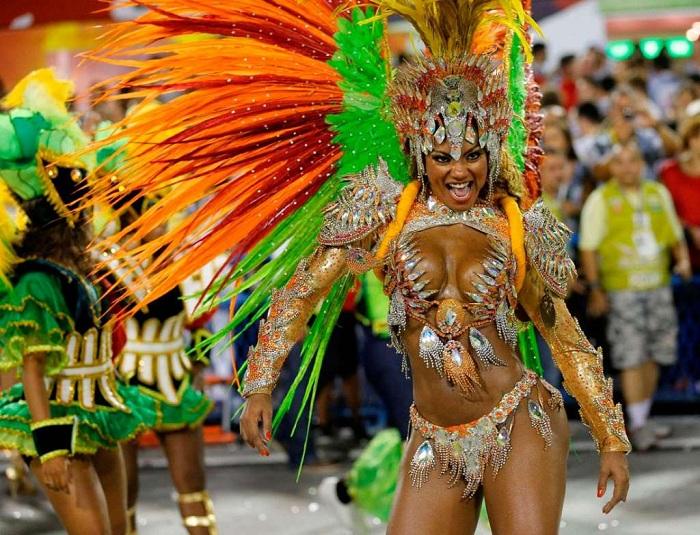Секс на бразильском карнавале смотреть онлайн