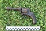 Жителям Каменца удалось найти 73-летний пистолет на берегу реки
