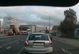 На улице Пионерской в Бресте тягач сбил женщину с коляской на пешеходном переходе (видео)