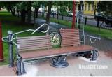 В Бресте появился новый арт-объект – лавочка пожарного