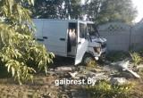 Под Брестом пьяный водитель врезался в забор и въехал в чужой двор