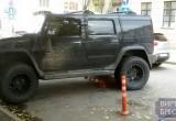 Hummer с российскими номерами был припаркован в Бресте на заградительных столбиках