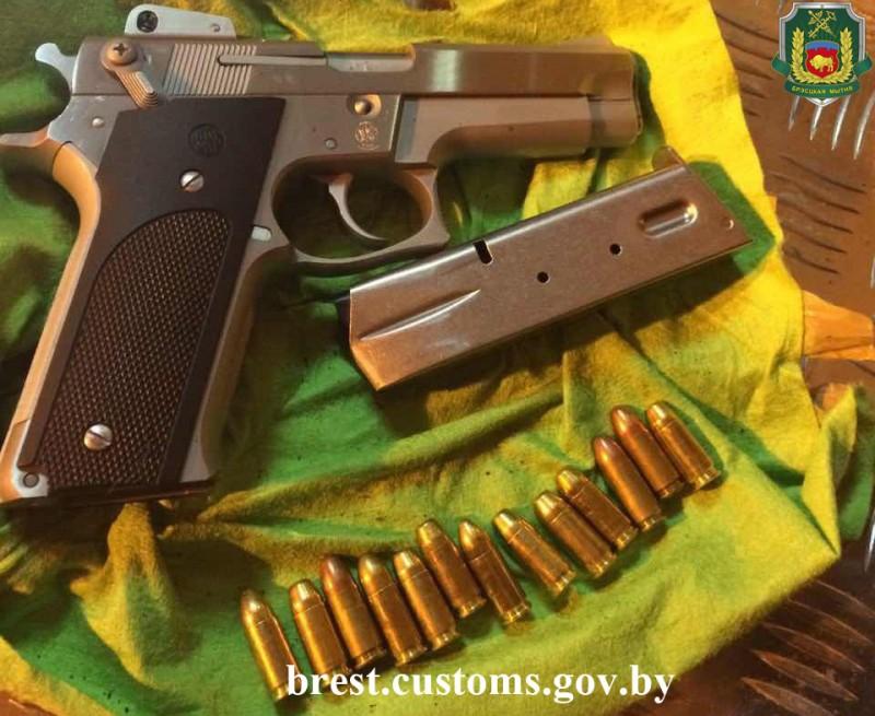 Житель россии пытался ввезти вБеларусь три пистолета спатронами