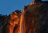 Туристы с восторгом наблюдают «огненный водопад» в Йосемити