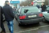 В Бресте на переходе «Варшавский мост» подрались и разбили стекло в автомобиле