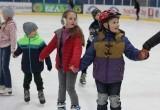 8 марта в Ледовом дворце Бреста прошел семейный спортивный праздник «Вместе с мамой»