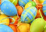 Как необычно окрасить пасхальные яйца