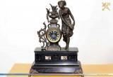 Брестские таможенники изъяли у москвича каминные часы 19-го века