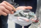 Больше 8 килограммов насвая нашли в бесхозной сумке в Бресте