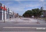 В Бресте возле ТЦ «Экватор» устанавливают мини-фонтан