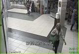 Видеофакт: Милиция ведёт поиск сбежавшей женщины, которой в брестском обменнике выдали лишние 540 долларов