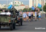 Видеофакт: Бравые десантники устроили праздничный пробег по улицам Бреста