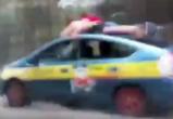 Под Брестом мужчины катались на крыше такси, после чего автомобиль снес дерево и вылетел с дороги