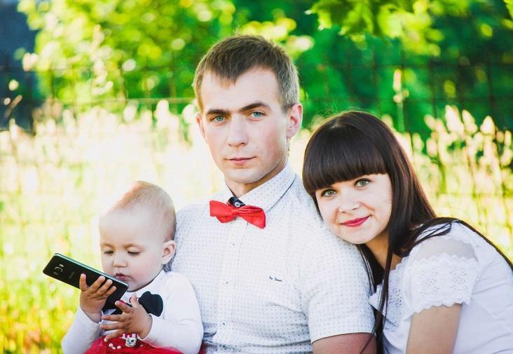 Семья из Бреста создает бизиборды для детей своими руками