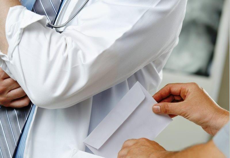Терапевт из Бреста приговорена к четырём годам лишения свободы за незаконную выдачу «больничных»