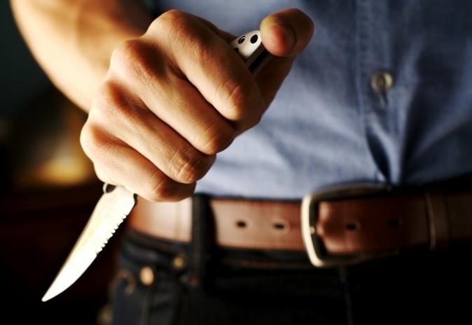 Житель Бреста ранил друга ножом, а потом пытался помочь ему остановить кровь