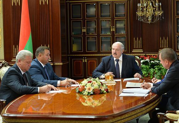 Лукашенко поручил «научиться работать» Гидромету и «снять голову» тем, кто необоснованно задирает цены