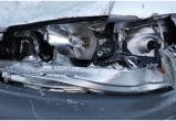 На трассе М1 хулиган кинул дорожный столбик в движущийся автомобиль