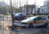 9 апреля в Бресте на перекрестке Гоголя-Комсомолькой автомобиль такси попал в серьезное ДТП