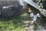 Фотофакт: фура со сметаной из Бреста опрокинулась на М1 недалеко от Ивацевичей