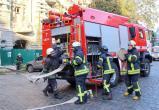 Видеофакт. В Латвии спасатели поймали на лету падавшую с 4-го этажа женщину