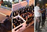Российский блогер nemihail с компанией вез пиво через «Варшавский мост». Много пива! Пришлось раздать