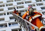Спасатели помогли спуститься с крыши мужчине, который не мог сам этого сделать