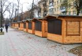 Домики для новогодней ярмарки начали ставить на ул. Гоголя