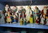 """Первый частный музей """"Дедов Морозов и Снегурочек"""" открылся в Бресте: вход – в тапочках"""