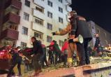 Пятилетнюю девочку достали из-под обломков рухнувшего дома в Стамбуле (видео)