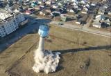 Аварийную водонапорную башню снесли взрывом в Ляховичах