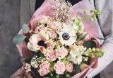 Букет за 500 $ и голубые гвоздики: что дарят любимым женщинам в Бресте