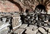 Куда и зачем вывозят могильные плиты из крепости