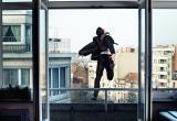 Мужчина в Бресте хотел выпрыгнуть из окна (видео)