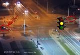 Водитель решил «проскочить» на желтый перед машиной ГАИ (видео)