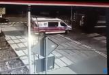 Поезд на огромной скорости врезался в скорую в Польше (видео)