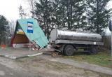 Цистерна с молоком врезалась в автобусную остановку под Малоритой