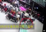 Шестилетняя девочка выпала с 26 этажа и сломала руку (видео)