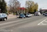 Машина въехала в людей на остановке в Волковыске (видео)