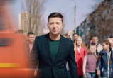 Появилось видео, где Зеленского сбивает грузовик: обвинили Порошенко
