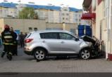 Машина влетела в магазин в Пинске