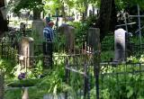 Мужчина зарабатывал на жизнь воровством с могил на Брестчине