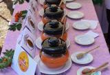 Гости Беловежской пущи отведали сладости в усадьбе Деда Мороза (фото)