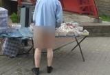 В Гродно голый ниже пояса мужчина продавал очки