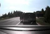 Пьяная женщина заснула за рулем, когда ее остановила ГАИ (видео)