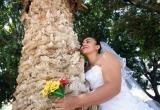 Женщина вышла замуж за дерево и собралась взять его фамилию