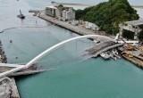 Падение 140-метрового моста в Тайване попало на видео