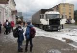 Фура загорелась прямо на дороге в Пинске (видео)