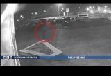 Видео: в Гомеле мужчина порезал колесо милицейской машины