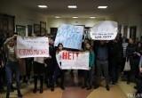«Мы заслужили дипломы». Студенты частного вуза вышли на забастовку